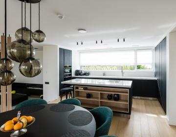 Küppersbusch mustad ahjud minimalistikus köögis.