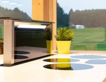 Tööpinnast tõusev õhupuhastaja ja I-Cooking induktsioonid.